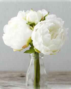 Как легко почистить искусственные цветы