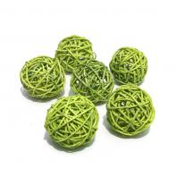 Зеленые маленькие шарики из ротанга