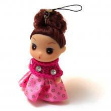 Маленькая куколка в розовом платье