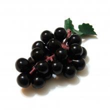 Черный маленький виноград
