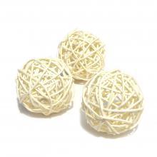 Белые ротанговые шарики