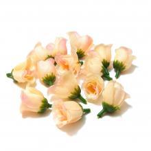 Кремовые бутоны роз