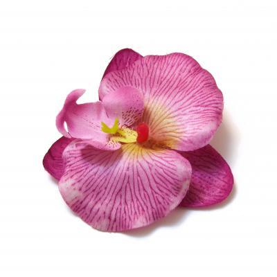 Фиолетовые цветы из ткани