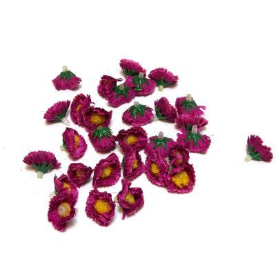 Головки цветов маленькие темно-фиолетовые