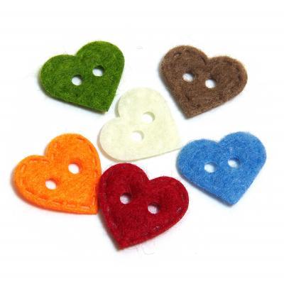 Пуговицы сердечки из фетра два отверстия