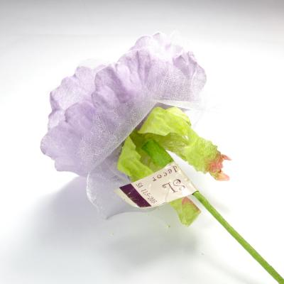 Цветок на короткой ножке