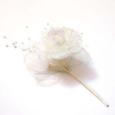 Бутоньерка белая с розой
