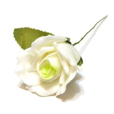 Розы белые с зеленой серединой