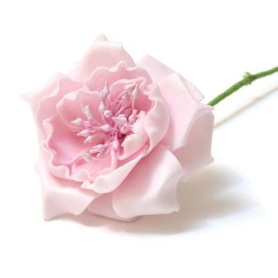 Розовые искусственные розы