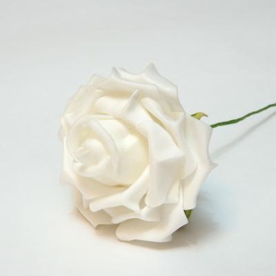 Белые розы для украшения свадеб