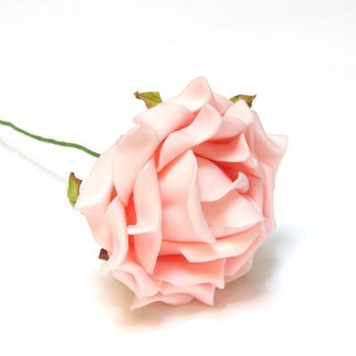 Розовые розы красивые искусственные