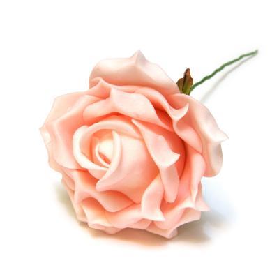 Светло-розовые розы латекс