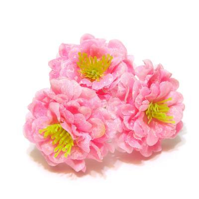 Маленькие светло-розовые розочки