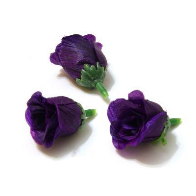 Фиолетовые бутоны роз
