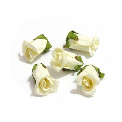 Бутоны роз кремовые