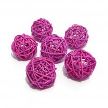 Розовые шарики из ротанга