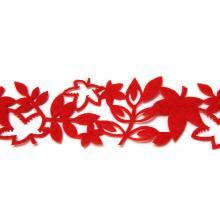 Красная лента с листочками