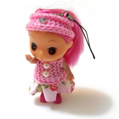 Маленькая куколка в розовой кофточке