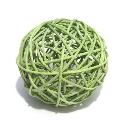 Шарики зеленые из ротанга