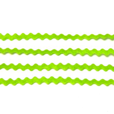 Салатовая лента тонкая волнистая из фетра