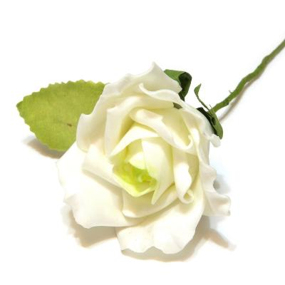 Розы белые из пенки